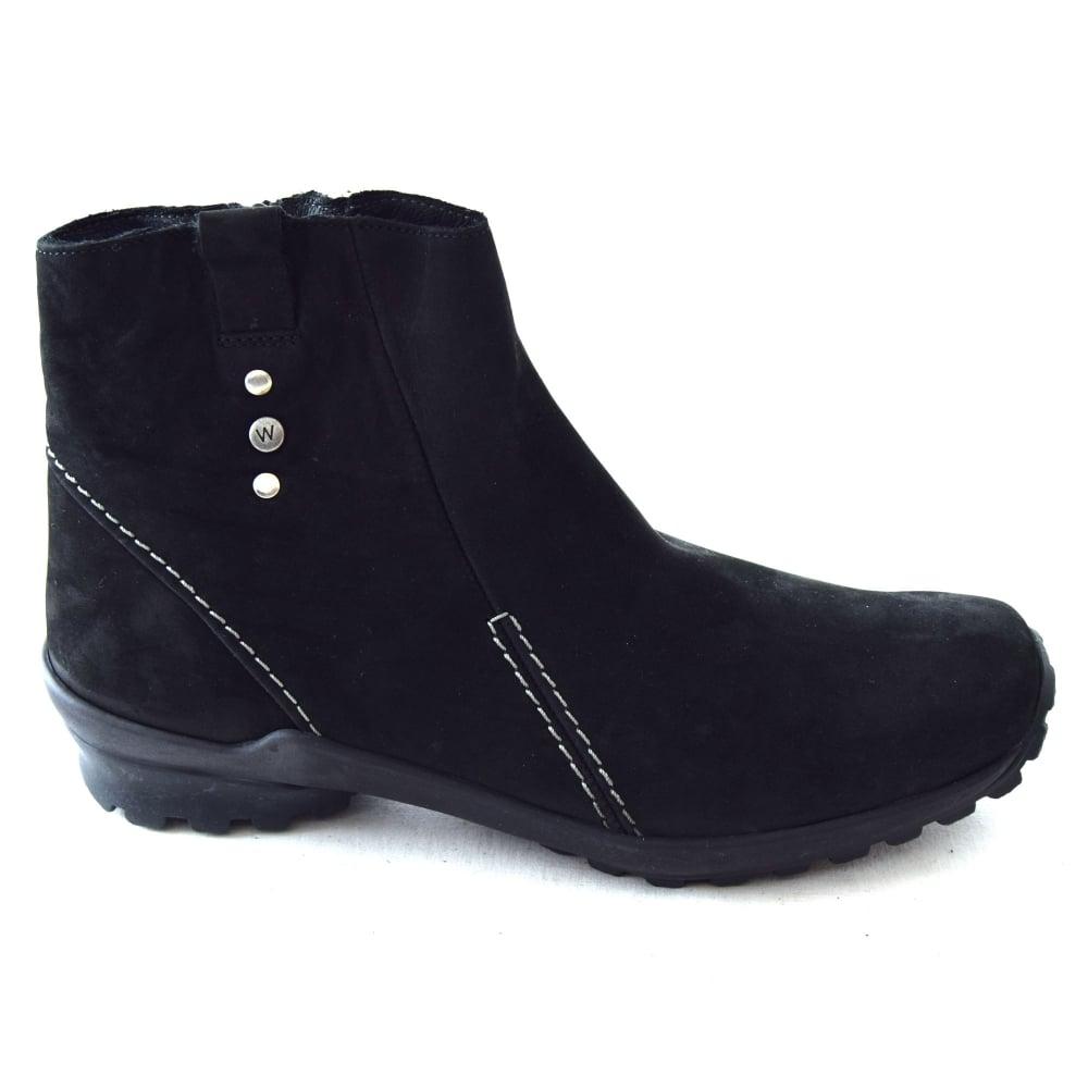 lightweight walking boots uk
